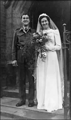 Photograph of Cliff & Eileen Iliffe on their wedding day 22 March 1945