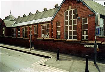 The school in Alfred Street in 2005