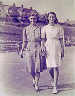 Photograph of Margaret with her mother taken about 1945