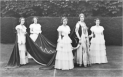Picture of 1934 Carnival Queen & Maids of Honour