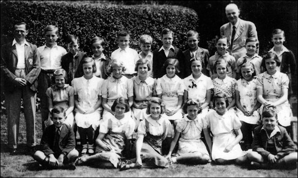 a photo of Daisy's class at her first schoolin Rushden. All the children are evacuees.